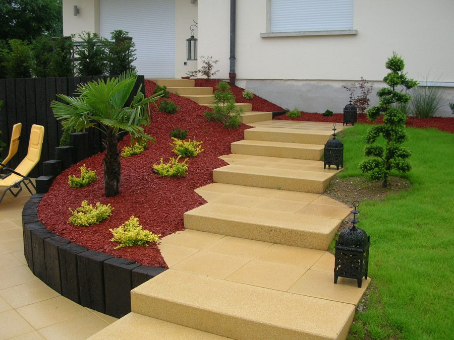 Corce de pin de couleur a bergheim cr ation de massif for Massif decoration jardin