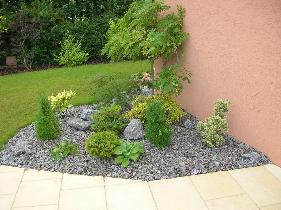 Massif min ral en granit cr ation de massif for Decoration pour parterre